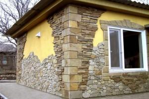 Оформление фасада дома искусственным камнем