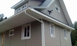 Фото дома после отделка фасада виниловым сайдингом Holzplast