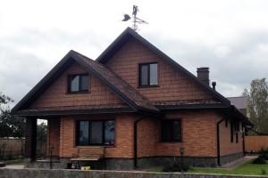 Фото дома после отделки фасада цокольным сайдингом FineBer