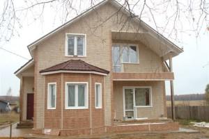 Преимущество отделки фасада дома цокольный сайдингом Альта профиль