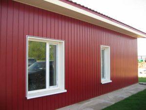 Отделка фасада виниловым и металлическим вертикальным сайдингом