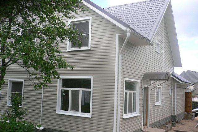 Фото дома после отделки фасада виниловым сайдингом FineBer