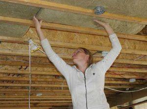 Технология утепления потолка деревянного дома
