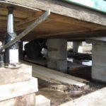 Стоимость поднятия фундамента деревянного дома домкратом