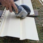Как и чем лучше резать виниловый и металлический сайдинг