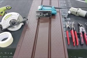 Чем резать металлический сайдинг