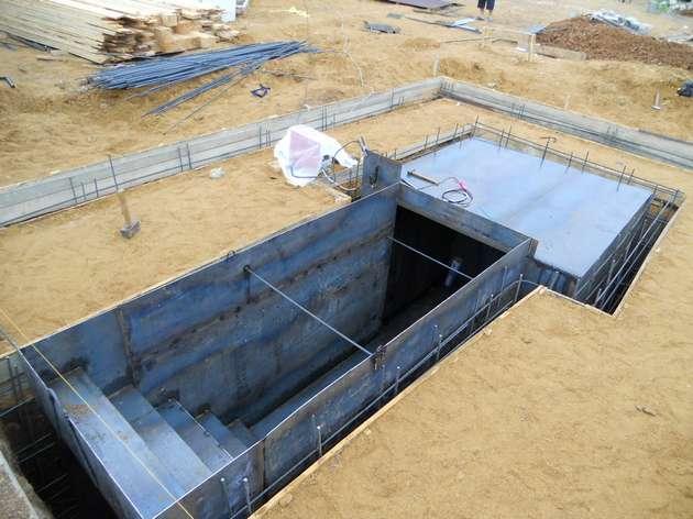 бетонирование вертикальных стенок фундамента