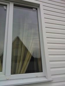Отделка окна сайдингом без откоса