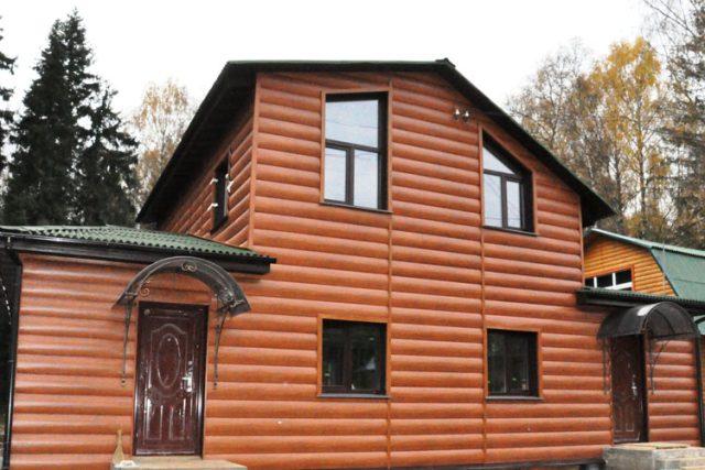Фото дома после отделки фасада сайдингом блок хаус