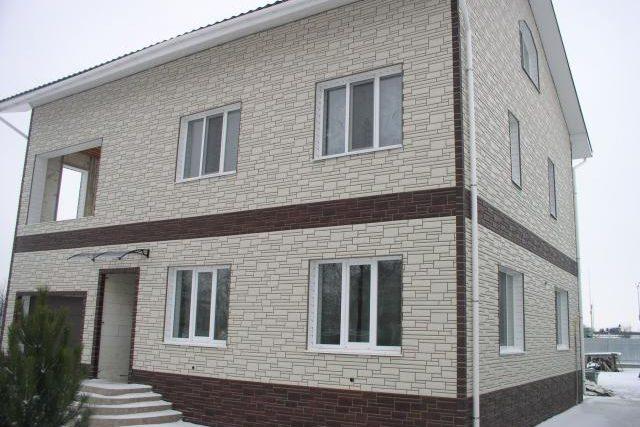 Фото дома после отделки фасад цокольным сайдингом Wandstine