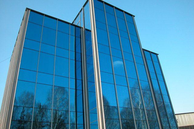 Отделка стен снаружи технологией вентилируемый фасад с использованием алюминиевого профиля