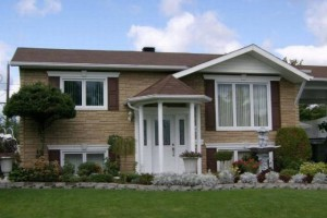Фото дома после отделки фасада цокольным сайдингом Орто