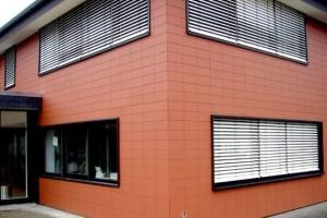 Отделка фасада дома металлическими фасадными панелями