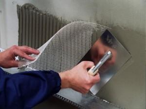 Порядок и способы нанесения армирующего слоя под фасадную штукатурку