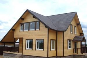 Отделка фасада дома деревянным сайдингом