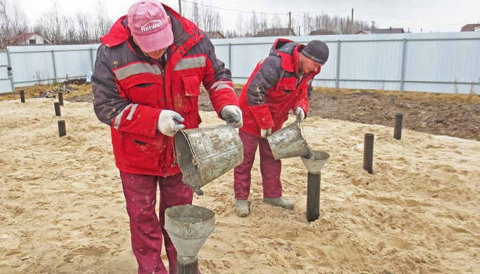 Заполнение полости сваи бетоном