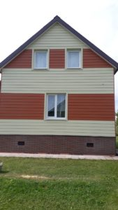 Отделка фасада дома сайдингом Кедрал