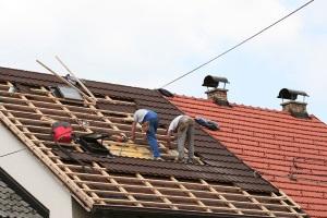 Стоимость ремонта крыши частного дома за работу