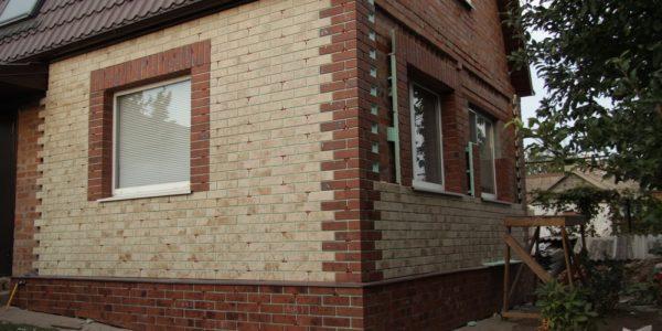 otdelka-fasada-doma-panelyami-pod-kirpich