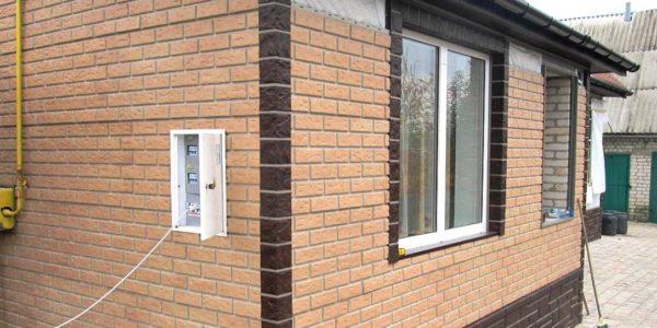 otdelka-fasada-doma-panelyami-pod-kirpich2
