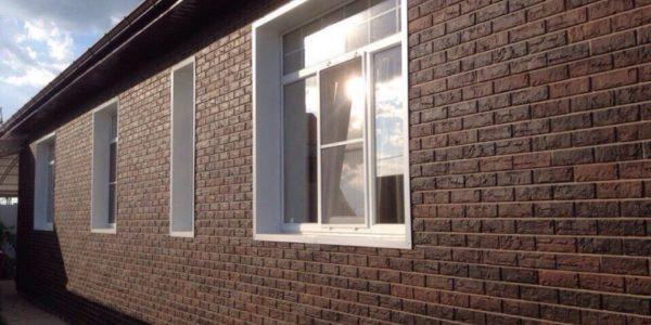 otdelka-fasada-doma-panelyami-pod-kirpich3
